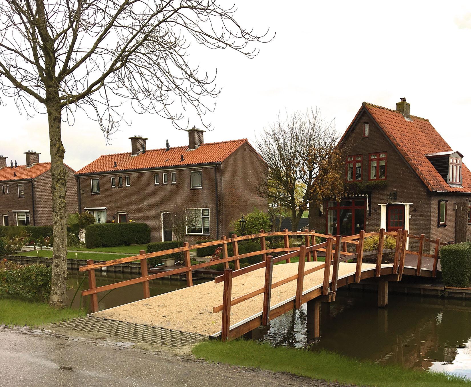 Haasnoot_Bruggen_Houten_toegangsbrug_particuliere_woning