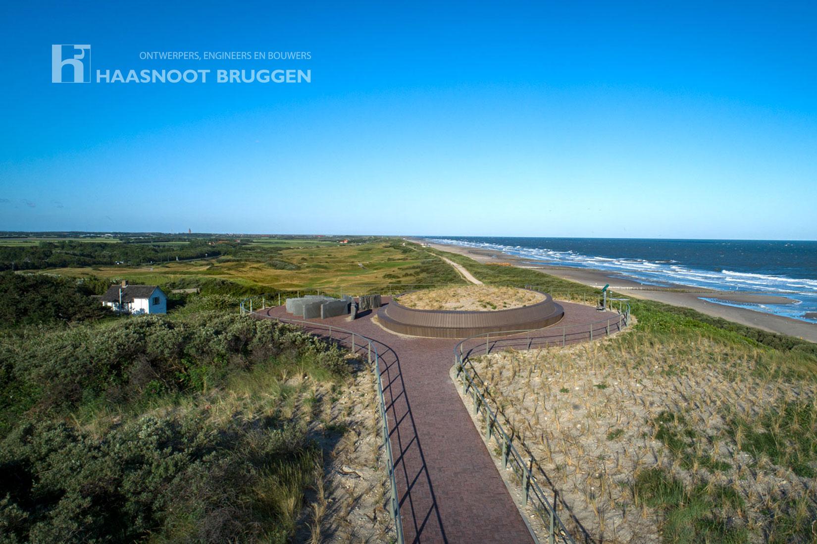 De Boulevard van Schagen in Domburg Zeeland Haasnoot Bruggen Bamboe composiet