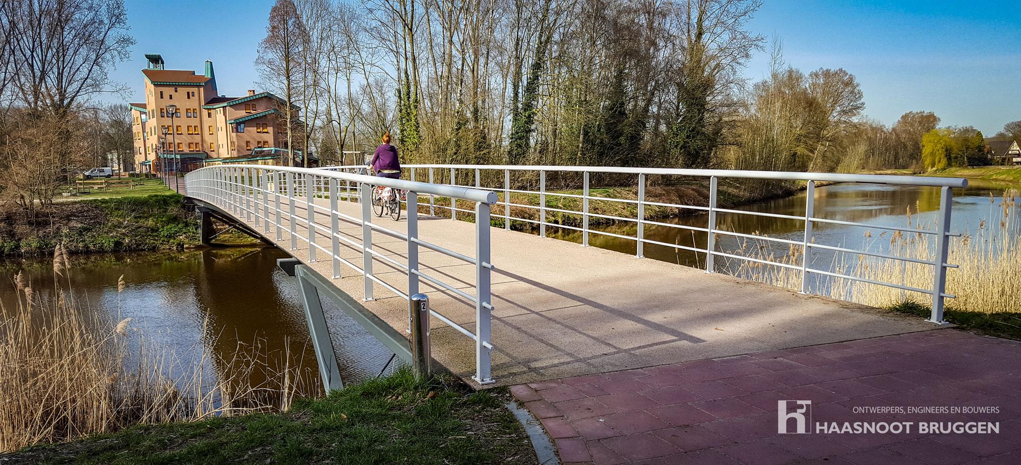 Elegante brug , lang, slank en sterk. Haasnoot Bruggen