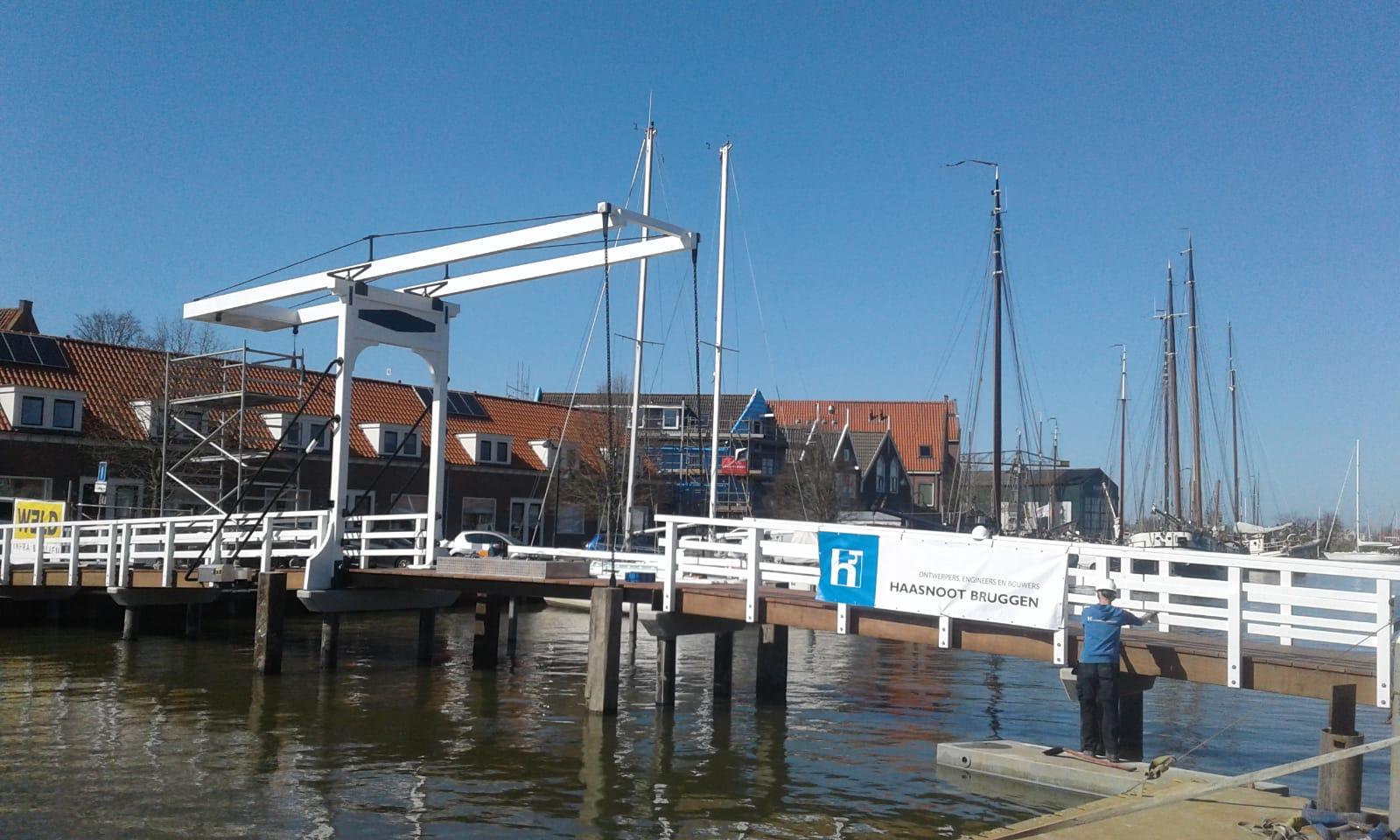 Traditionele ophaalbrug voor monnickendam-Haasnoot-Bruggen